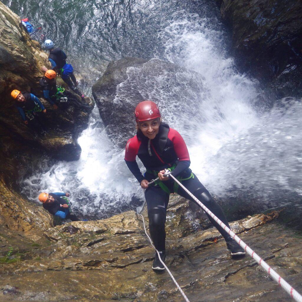 Descente de cascade en canyoning