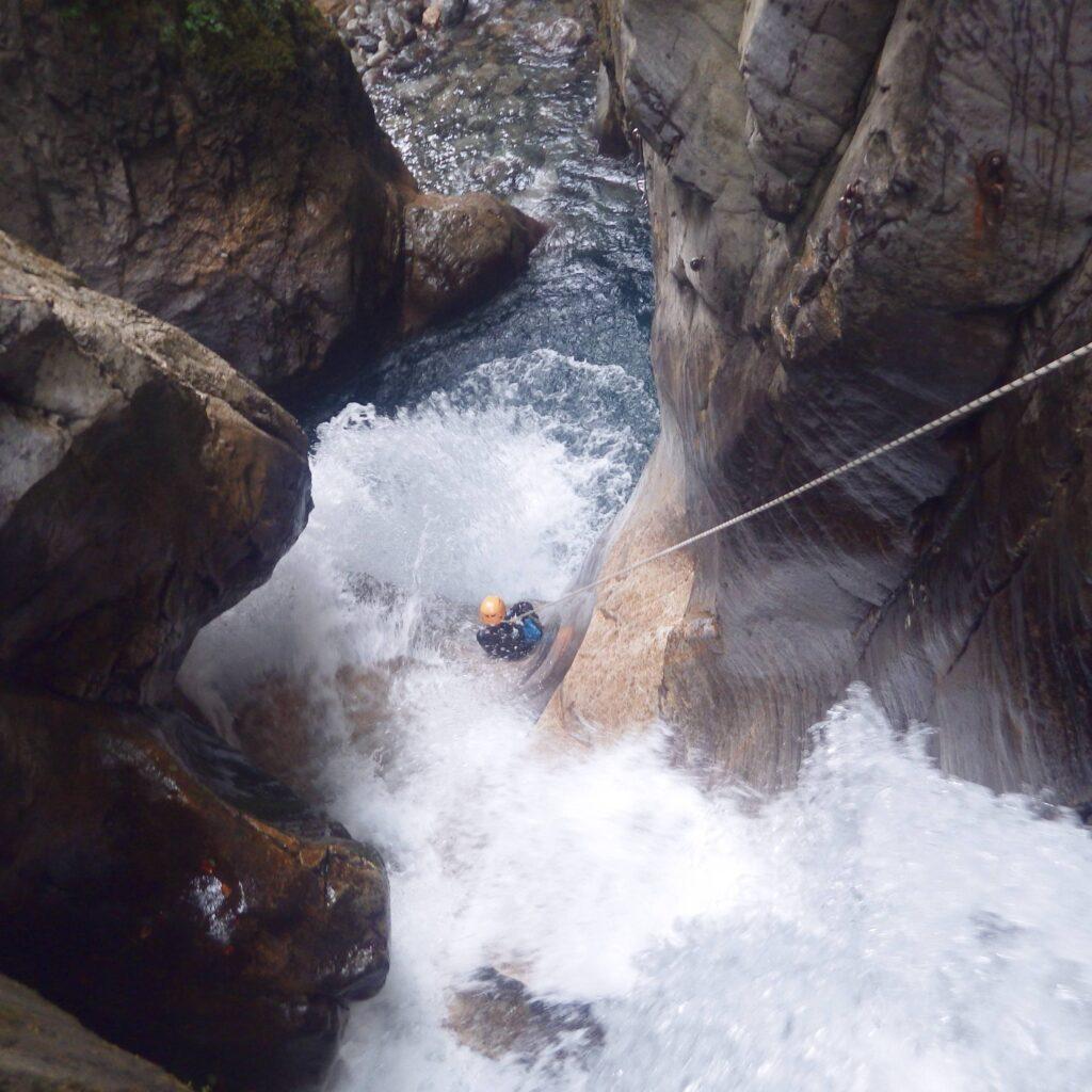 Parcours de canyoning sportif dans les Pyrenees