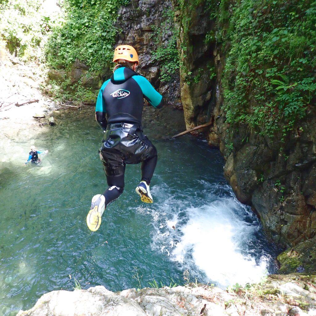 Saut en canyoning près de Laruns / Gourette