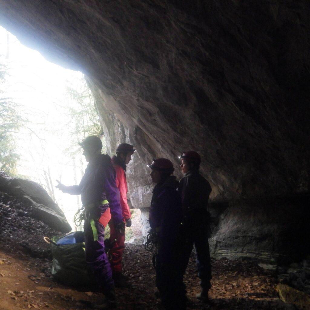 Entrée de la Grotte des Eaux Chaudes en Vallée d'Ossau