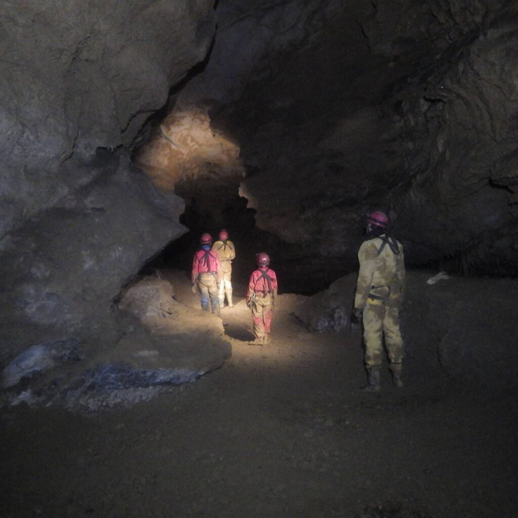 Galerie d'une grotte représentant un ancien lit de rivière
