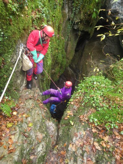 Premier puits pour descendre dans le gouffre du Hayau à Saint Pé de Bigorre, Pyrénées-65